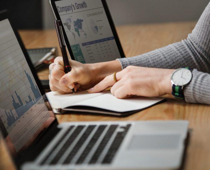 Reducción de costos bancarios vía servicios Fintech