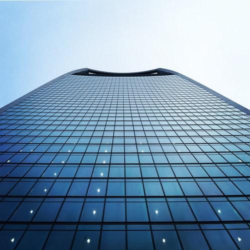 Just Cashflow propose des services de financement de factures avec Optimum Finance